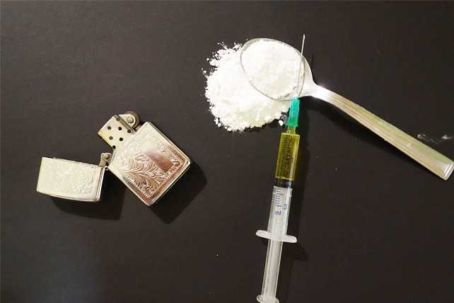 Шприц с наркотиками