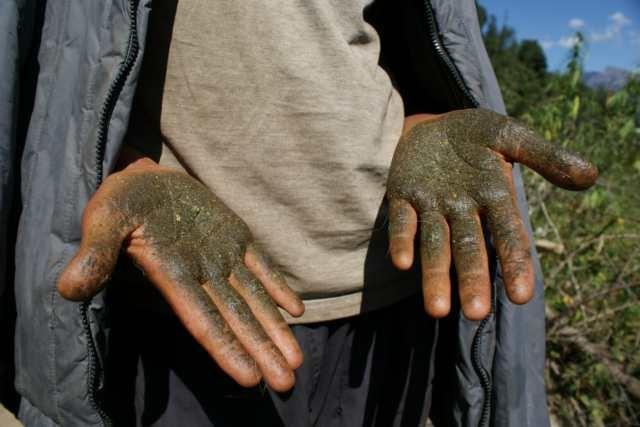 Мужчина с грязными руками